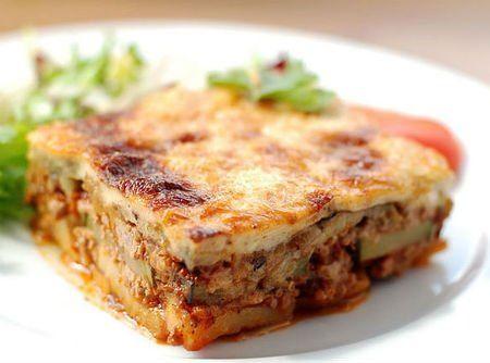 Moussaka é uma deliciosa lasanha a base de berinjela, carne moída, molho…