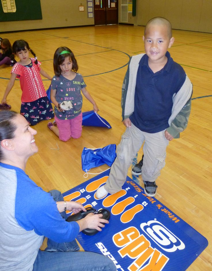 On May 30,  BOBS from SKECHERS traveled to Seattle, WA to donate new pairs of shoes to students in need.