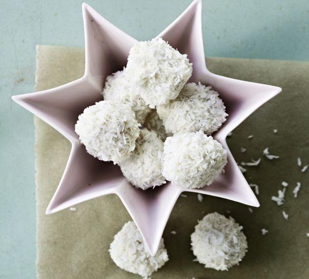 Hjemmelavede snebolde med Limoncello.. Marcipan, citron og hvid chokolade..