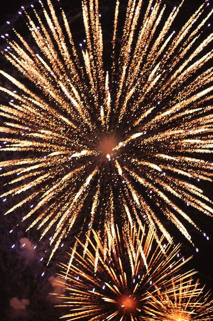 Fireworks that are strictly gold. I don't need any other colors. just that fairy dust and sparkle.