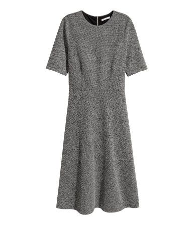 Black/white melange. Calf-length dress in textured, woven, viscose-blend fabric with short sleeves. Seam at waist, wide skirt, and visible back zip. Jersey