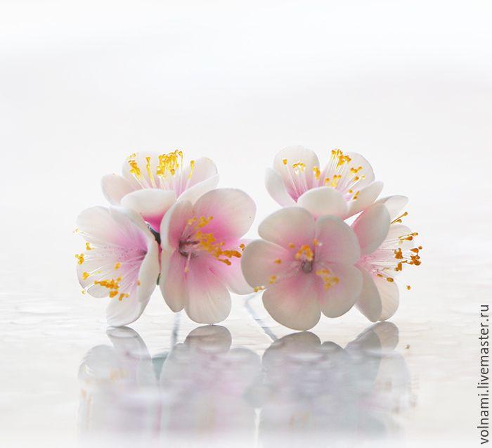 """Купить """"Сакура"""" серьги-гвоздики - бледно-розовый, сакура, цветы, цветы из полимерной глины"""
