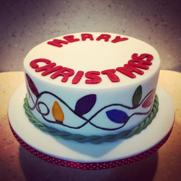 Another xmas cake from 2014. Find me at facebook.com/tikisbakehouse or tikisbakehouse.blogspot.co.uk