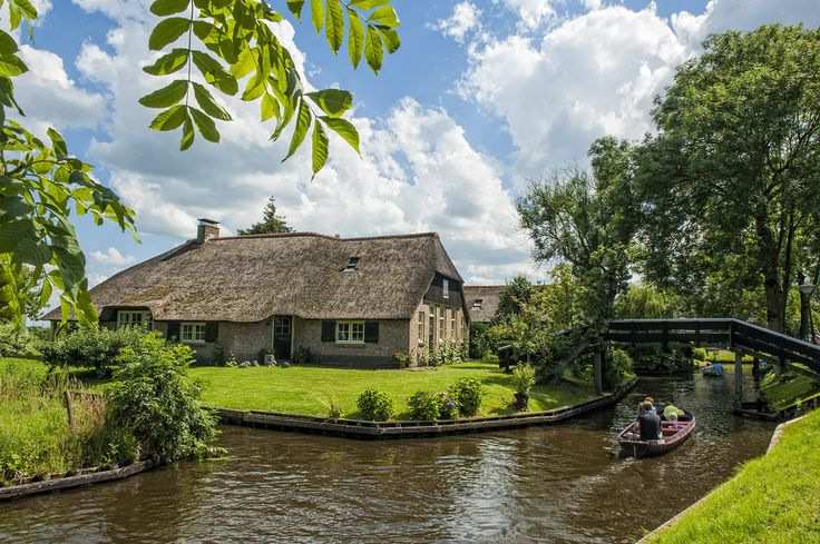 Giethoorn, Netherlands -- A Town Without Roads #retirement #country #venice