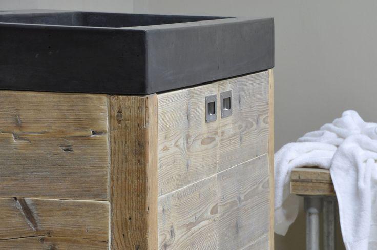 Betonnen wasbak met houten badkamermeubel - Product in beeld - - Startpagina voor badkamer ideeën   UW-badkamer.nl