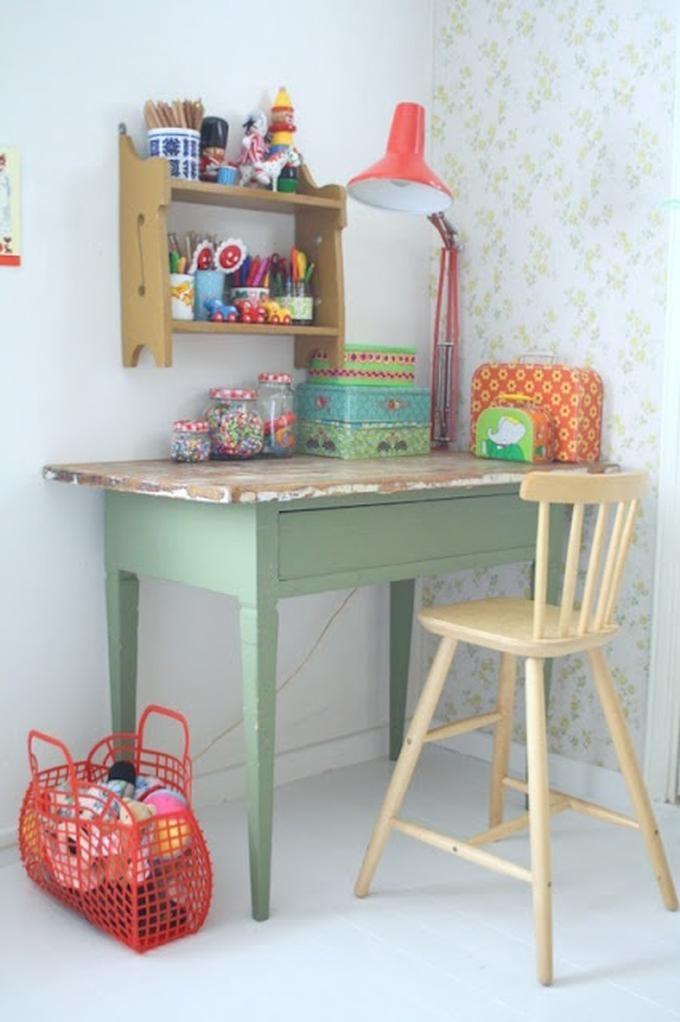 Mooie kleur groen voor kinderkamer icm met verweerd roze en wit