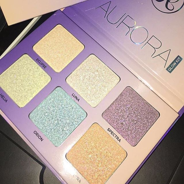 AVAILABLE NOW on @anastasiabeverlyhills website, the Aurora Glow Kit! It will also launch today if it hasn't yet on ABH's U.K. website! The Aurora Glow Kit is PERMANENT! Price is $40. It is also Vegan & Cruelty-Free. It can be worn as a Highlighter or Eyeshadows, both Wet & Dry. This one is a little softer in terms of touch than Moonchild because of the pearls. .  —  It will be launching at other retailers around June 15th! Additional swatches & pics are on previous posts! Are you grabbing…