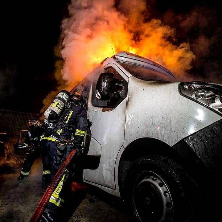 FEATURED POST  @Regrann from @pompiers_de_paris - [ Intervention] Feu d'entrepôt et véhicules à Villetaneuse  Entre le 6 et 7 avril ce fût une nuit agitée pour les pompiers de Paris. Un entrepôt de stockage prend feu et l'incendie se propage rapidement. Deux poids-lourds et trois autres véhicules sont également touchés par les flammes. Au bout d'une heure le feu est maîtrisé mais une équipe cynotechnique est appelée pour procéder à la capture des chiens de garde et faciliter le déblaiement…
