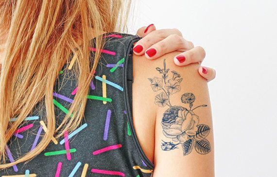 He encontrado este interesante anuncio de Etsy en https://www.etsy.com/es/listing/203758586/flores-vintage-tatuaje-temporal-grande
