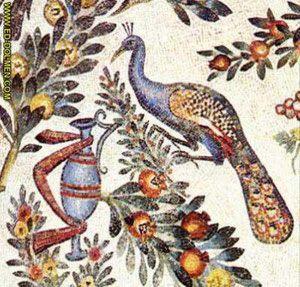 Los pájaros hacen referencia a la Eucaristía y a las almas bienaventuradas, los pavos reales simbolizan la inmortalidad, se vinculan al mundo antiguo y al mítico ave fénix que renace de sus cenizas