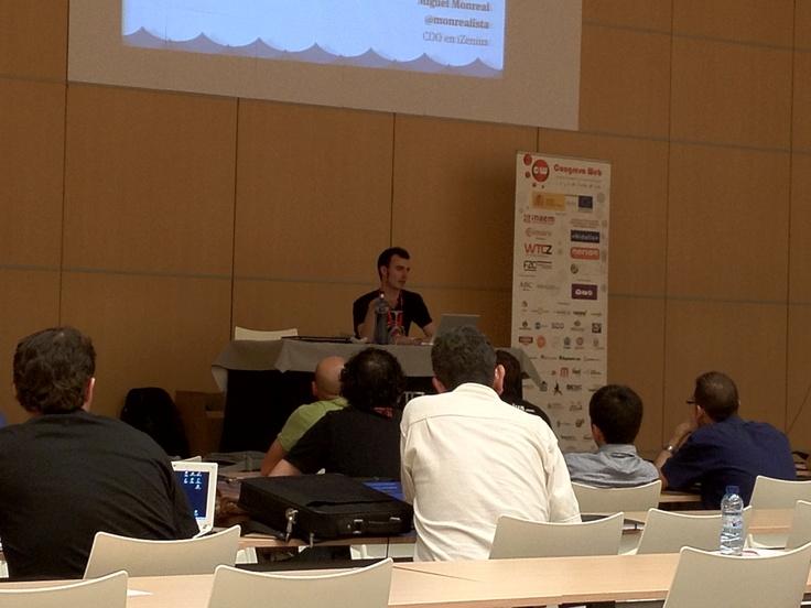 Miguel Monreal en la charla de desarrollo web para móviles