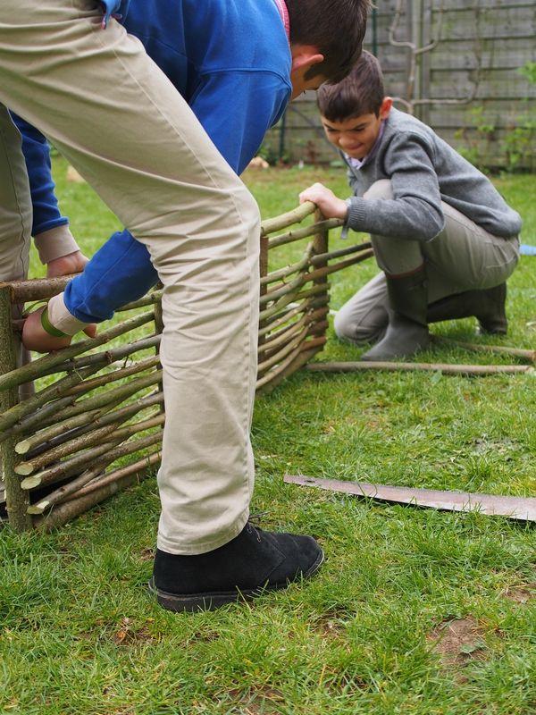 Construire une bordure en noisetier id es jardin for Bordure en noisetier tresse