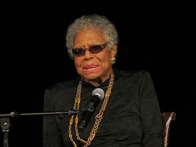En este post te dejo más de 70 frases de Maya Angelou, poetisa, novelista, activista por los derechos civiles, actriz y cantante, guionista y directora de cine estadounidense.