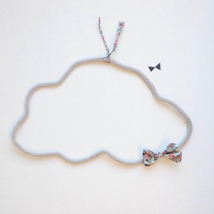 nuage avec noeud et cordon en liberty en laine au tricotin : Décorations murales par o-si-chou