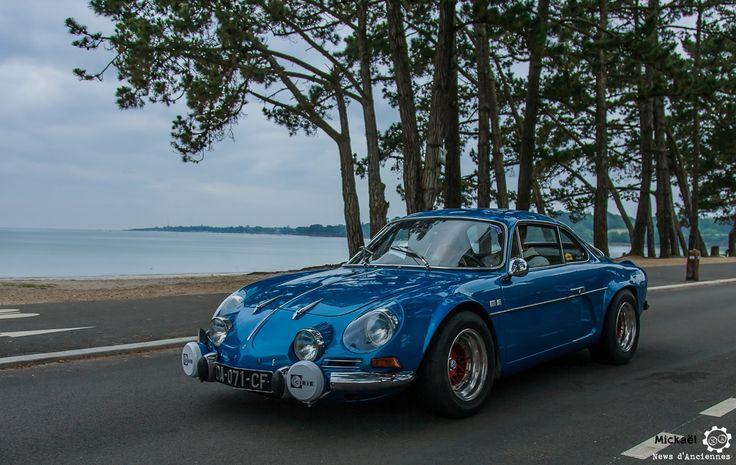 #Alpine #A110 au Tour de #Bretagne. #MoteuràSouvenirs Reportage complet : http://newsdanciennes.com/2016/05/19/tour-de-bretagne-2016-vehicules-anciens-mer-soleil/ #ClassicCar #Vintage #Car