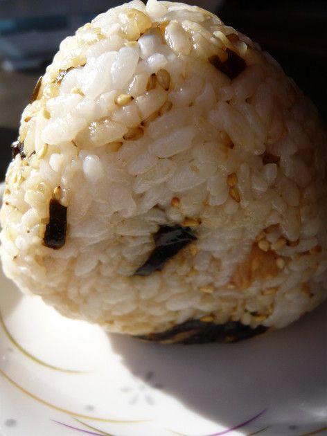 我が家のゴマ油香る梅コンブおにぎり☆ by ばぶチャン [クックパッド] 簡単おいしいみんなのレシピが212万品