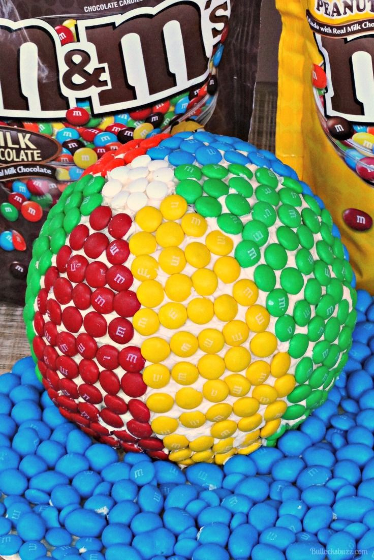 Bring on the summer fun with this Beach Ball Cake made with everyone's favorite chocolate coated candy, M&M's®! #ad #ShareFunshine