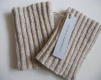 Articles similaires à Tricotés à la main botte toppers, poignets de démarrage, démarrage met en mémoire tampon, jambières en câble élégant. Gruau Tweed. sur Etsy