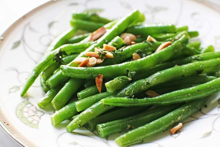 EASY Green Beans, blanched then sautéed in butter with thyme and toasted almonds SO GOOD! Perfect holiday side #Thanksgiving #GreenBeans #Holiday