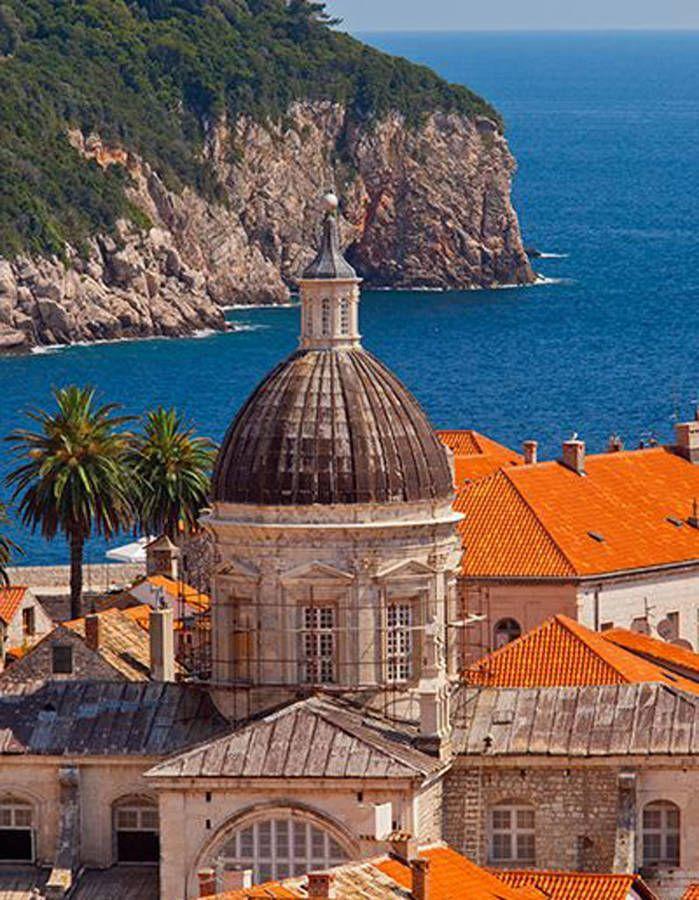 Korcula, en Croatie Petite île volcanique où le vert de la végétation se marie au bleu de l'océan, Brava séduit avec ses maisons fleuries...