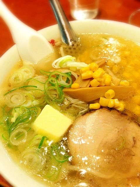I had this for lunch! I think this is the best Shio (salty soup) Ramen I've ever had in Tokyo. - 9件のもぐもぐ - 塩バターコーンラーメン by maysugar