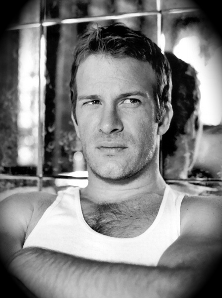 Thomas Jane. Loved him in The Punisher.