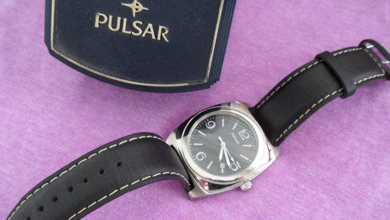 Pulsar Watch in Original Box  Clean Crystal  Clean Band