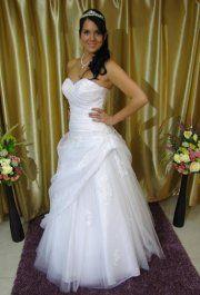 Iringó csipke esküvői ruha