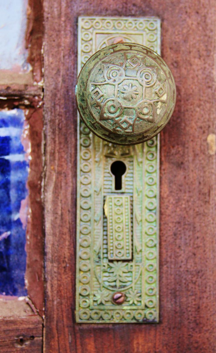Vintage door knobs with skeleton key - Old Door Knob With Key Hole By