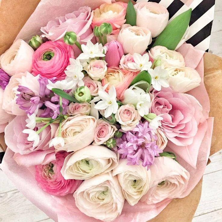 """3,271 kedvelés, 3 hozzászólás – Muszula Timi (@viraglauravirag) Instagram-hozzászólása: """"#lauravirag #flowers #ranunculus #rose #spring"""""""