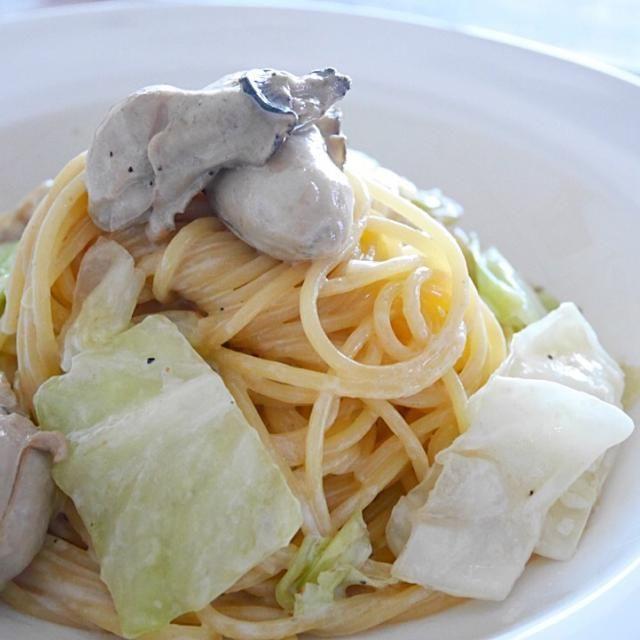 牡蠣のオイル漬けとキャベツで、パパッと簡単クリームパスタ! 牡蠣が濃厚だけど、あっさりに仕上げました✧*。(ˊᗜˋ*)✧*。 - 195件のもぐもぐ - 牡蠣のオイル漬けでクリームパスタ by ldhappiness