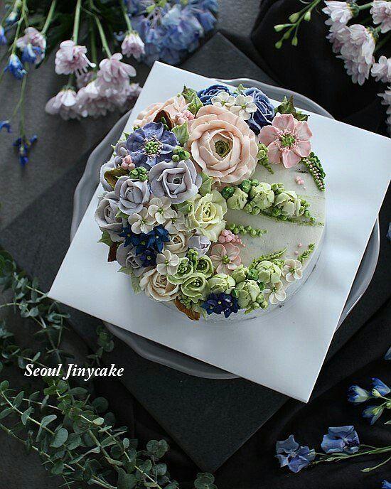 """좋아요 82개, 댓글 2개 - Instagram의 지니케이크 korea flower cake(@seoul_jinycake)님: """". 심화1주차 수업 정규와는 다른분위기의 이쁜 크레센트 . . ✔8월정규반 수강모집중 . ✔원데이클래스 상시모집중 ✔케익주문가능 . Kakaotalk ID:…"""""""