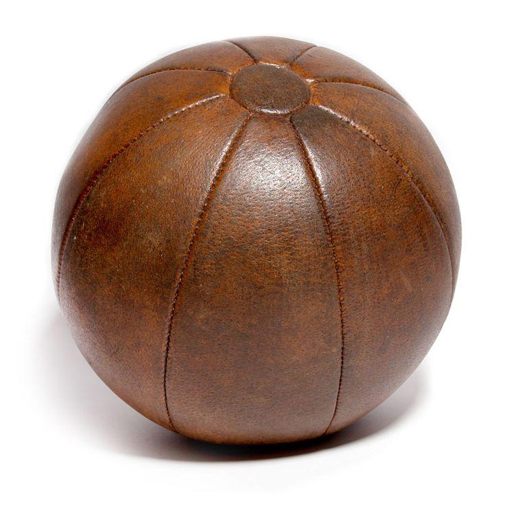 Oude leren medicijnbal #leer #leren #leder #leather #bal #medicijnbal
