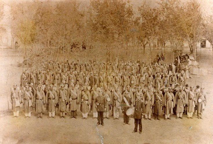 Batallón 6.° de Línea «Chacabuco» del Ejército de Chile en formación tras volver a Santiago una vez finalizada la Guerra del Pacífico