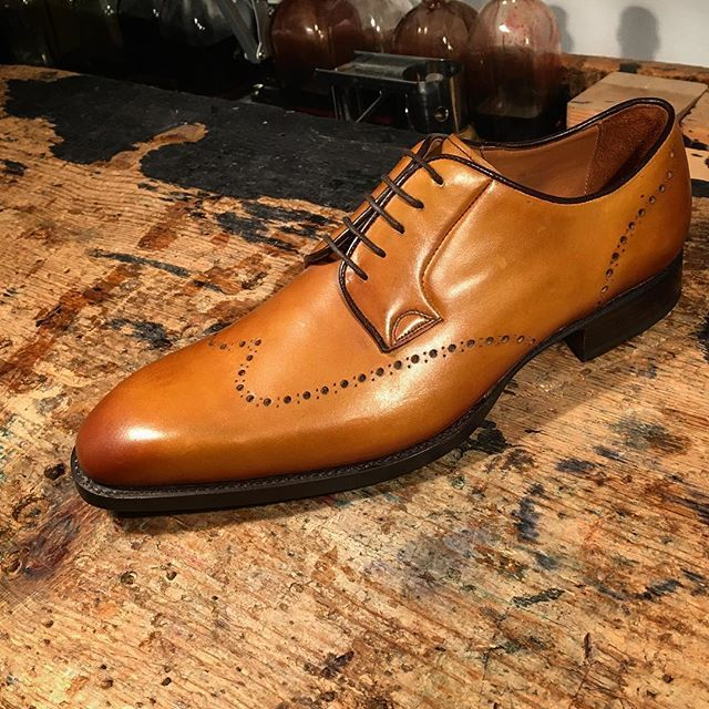 RAMON CUBERTA | BESPOKE BARCELONA Welcome to our Atelier of handmade shoemaking service in Barcelona: Bespoke and Made to Measure (MTM). Model: Ready Made Crust Calf Derby of our MTO collection. #shoemaker #bespoke #bespokemakers #bespokeshoes #handmadeshoes #shoestagram #shoeslover #shoegazing #classicshoes #luxuryshoes #menshoes #sartorialist #gents #barcelonadesign #bcn