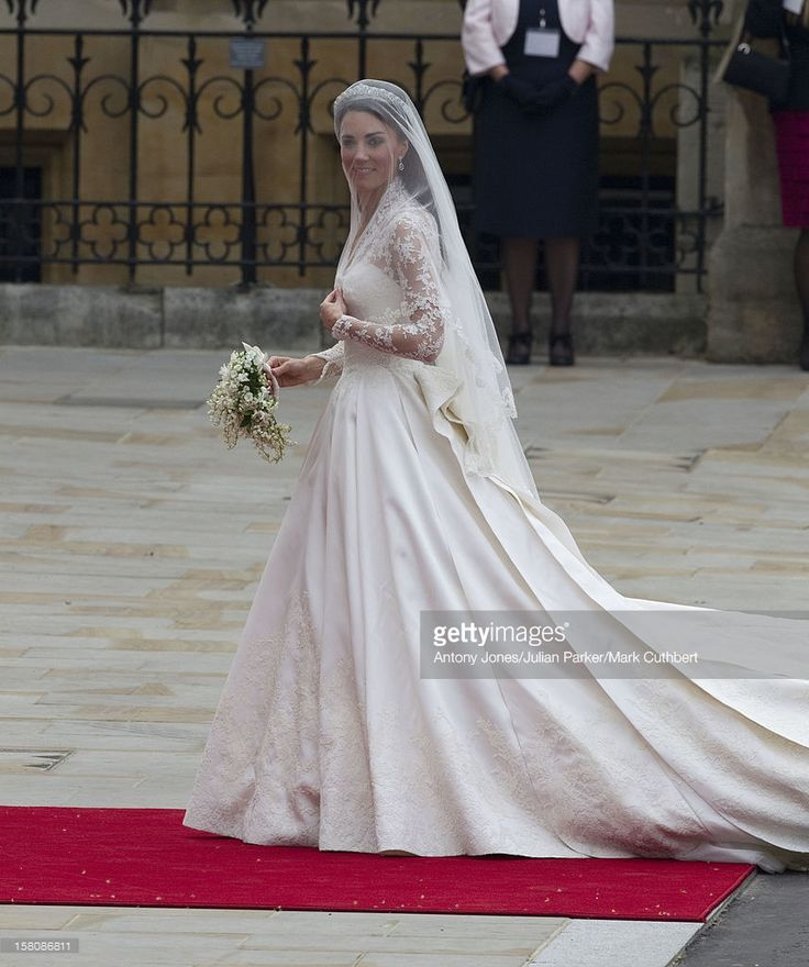 kate middleton arrives for the wedding of prince william and