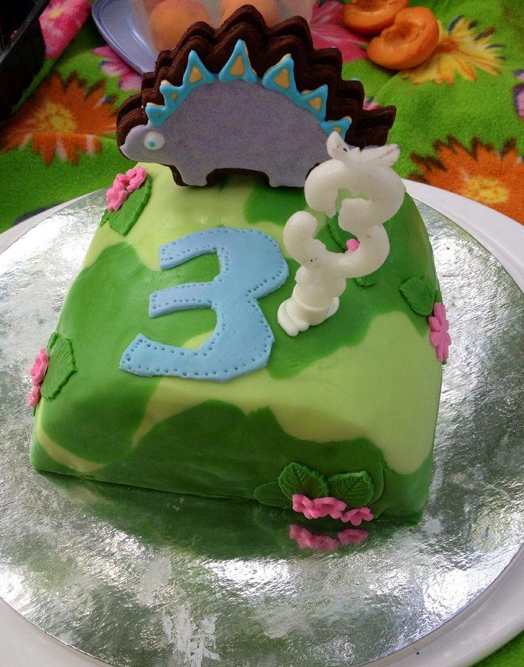 Gâteau dino, fait avec les deux demis gâteaux restés de la veille...