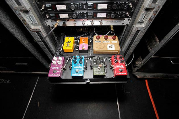 brad_whitford_board2 - http://www.99pedalboards.com/project/aerosmiths-brad-whitford-cool-setup/