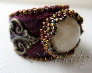 Victoriaanse ring op zijde