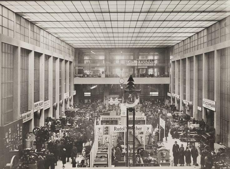 Veletržní palác, 30. léta