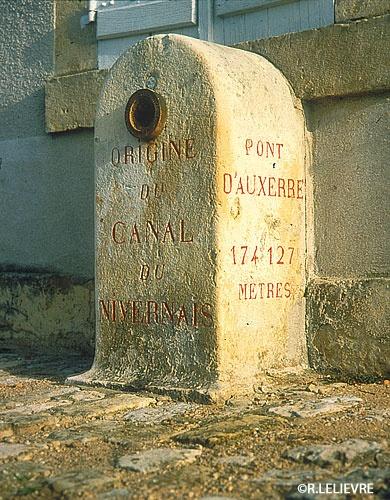 Borne d'information sur le Canal du Nivernais!
