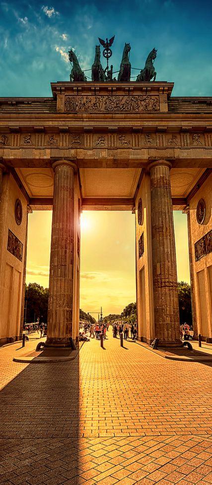 Brandenburger Tor. Den passenden Koffer findet ihr bei uns: https://www.profibag.de/reisegepaeck/