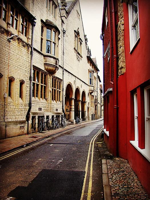 Follow the Yellow Lines by Zinvolle - Photo taken in Oxford, England