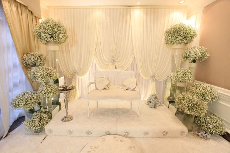 http://floraetc.blogspot.com This guy has taken up pelamin design to another level! Check out his blog!