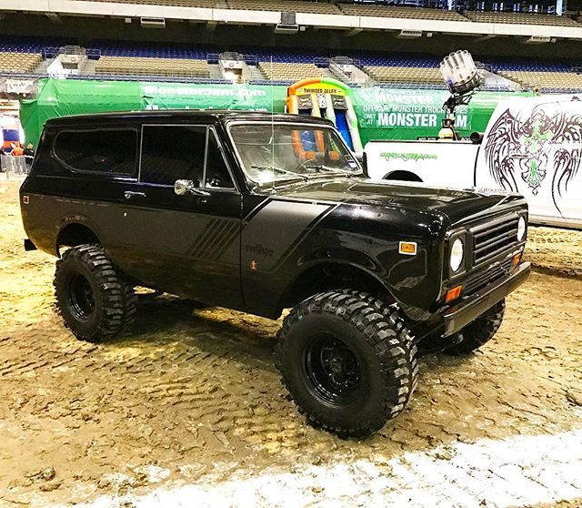 """72 Scout black on black 4"""" Susp. I like the smoked out paint design"""