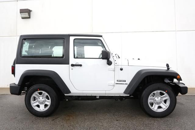 2013 Jeep Wrangler Sport 4x4 Sport 2dr SUV SUV 2 Doors White for sale in Ankeny, IA Source: http://www.usedcarsgroup.com/used-jeep-for-sale-in-ankeny-ia