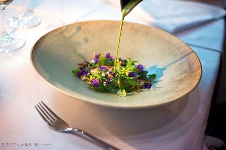 (You can read a more recent review of Maaemo here , here and here )     If you've just discovered my blog, then let me bring you up ...