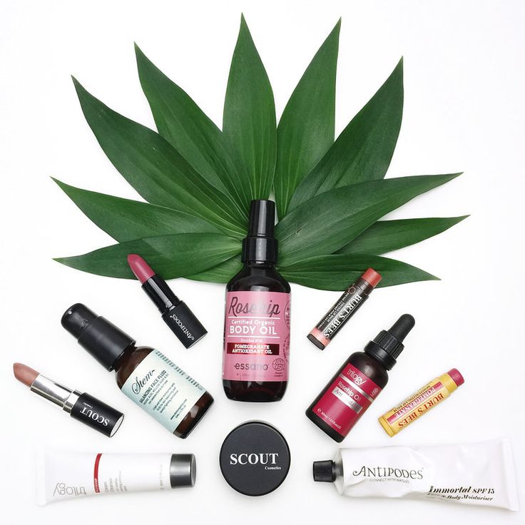 Marisa Robinson Beauty Blogger Natural and Organic Skincare.  From organic to vegan friendly, there are so many options available so in this post I am going to share my favourite natural and organic skincare and makeup brands and my must-have products you need to try!