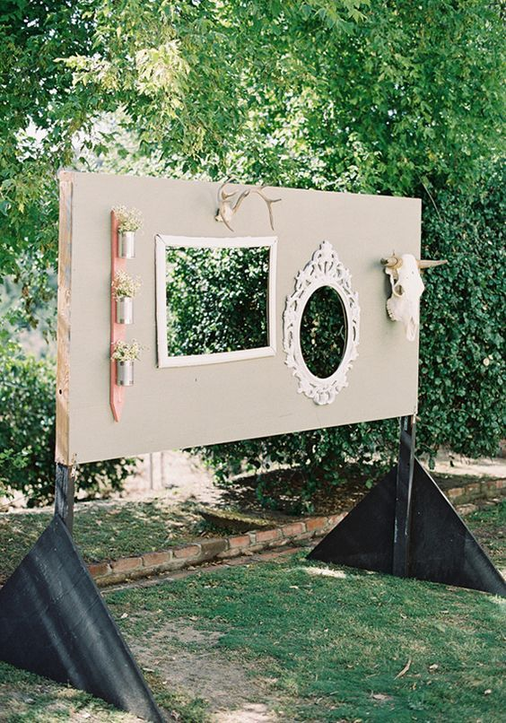 DIY photo booth ideas / http://www.deerpearlflowers.com/brilliant-wedding-photo-booth-ideas/