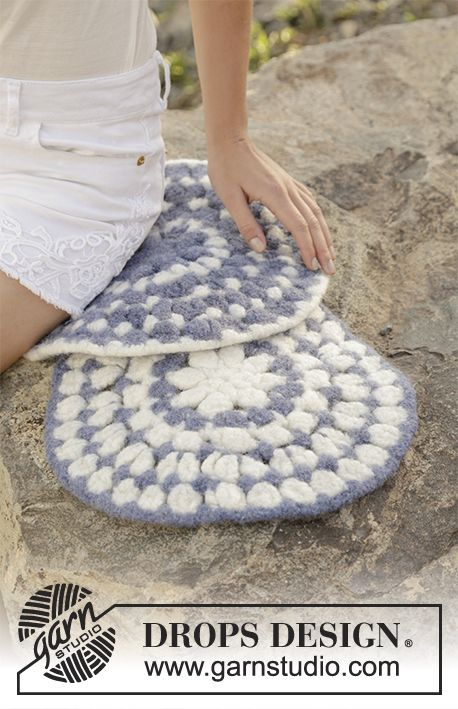 Water Ripples felted seating pad with stripes by DROPS Design  Free Crochet Pattern